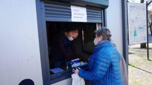 Trwa dystrybucja darmowych maseczek dla mieszkańców Łowicza